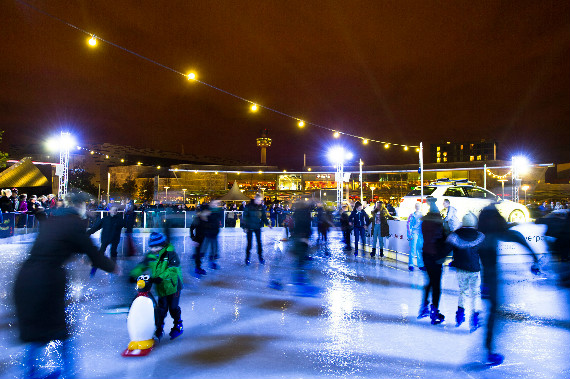 Ice-skating-in-Parkers-Piece2